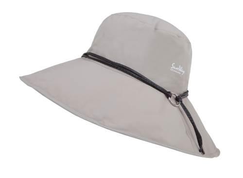 """השוליים ניתנים לכוונון בהתאם לזווית השמש בעזרת חוט מתכת נסתר בשולי הכובע. בתמונה: הכובע החדש של SunWay  צילום: יח""""צ"""