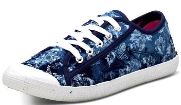 נעליי סניקרס גלי אביב צילום: ירון ויינברג