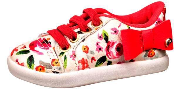 נעליי סניקרס. פפאיה צילום: מנחם רייס